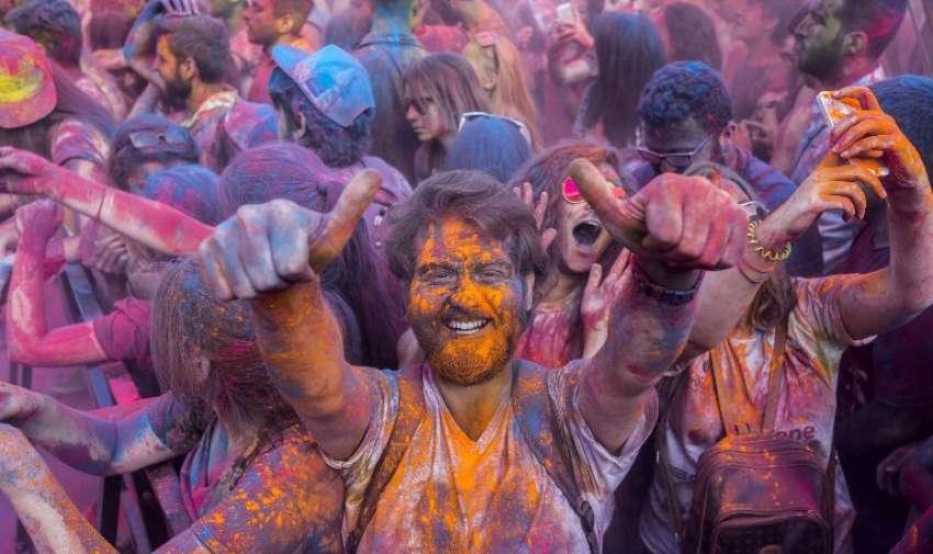 Festival del color el 17 de mayo de 2015, en Estambul. AFP