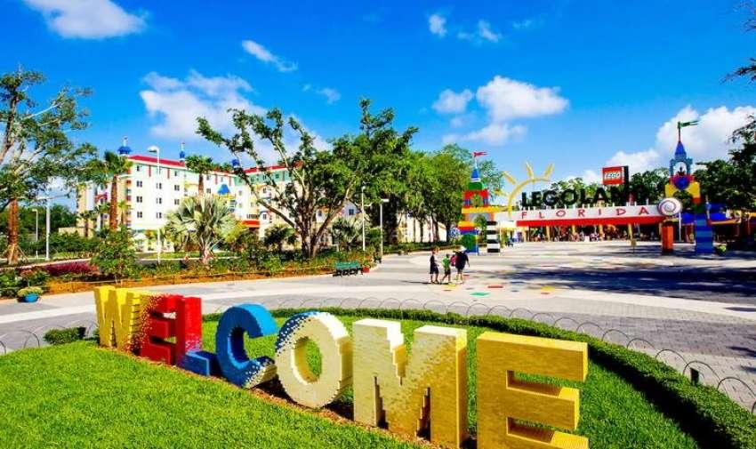 El gobernador de Florida en rueda de prensa Charlie Cris afirmó que el parque creará 1000 puestos de trabajo.