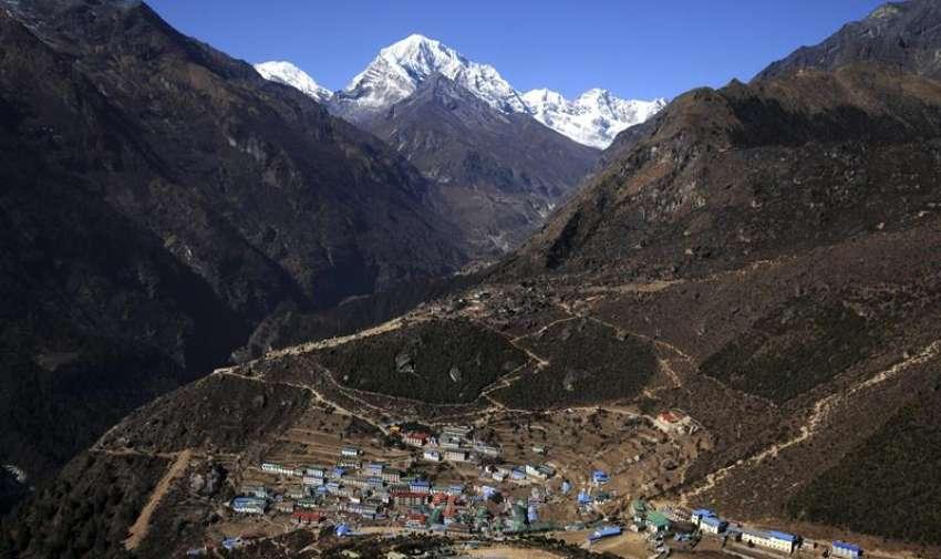 Fotografía de archivo tomada el 12 de marzo de 2009 que muestra el valle de Namche en Nepal a una altitud de 3.500 metros en el distrito Solukhumbu en Nepal. EFE