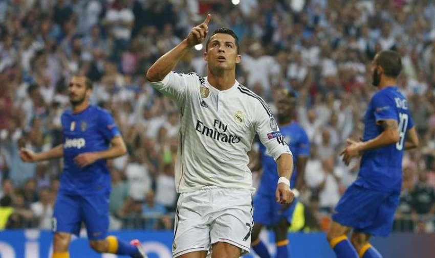El jugador del Real Madrid Cristiano Ronaldo celebra el primer gol de su equipo durante el encuentro que disputan esta tarde Real Madrid y Juventus. EFE