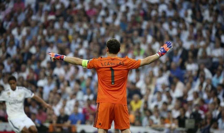 El portero del Real Madrid, Iker Casillas, durante el partido frente a la Juventus de Turín de vuelta de la semifinal de la Liga de Campeones que se juega esta noche en el estadio Santiago Bernabéu, en Madrid. EFE