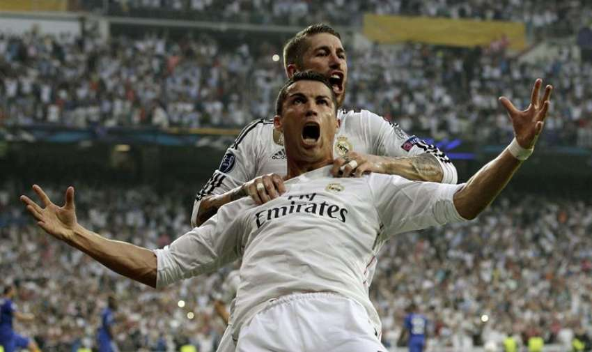 Los jugadores del Real Madrid, Cristiano Ronaldo y Sergio Ramos (detrás), celebran el primer gol de su equipo, durante el encuentro que disputan esta tarde Real Madrid y Juventus de Turín en el estadio Santiago Bernabéu, correspondiente a la vuelta de semifinales de Liga de Campeones. EFE