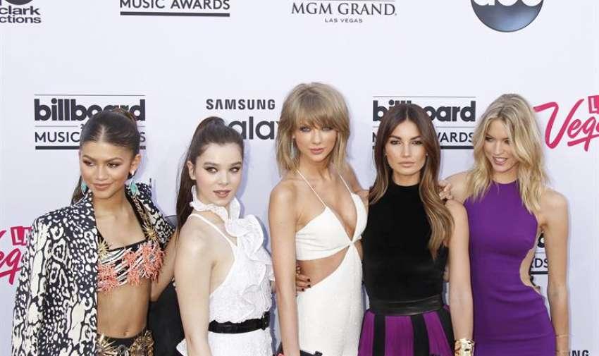 Hailee Steinfeld, Taylor Swift, Lily Aldridge y Martha caza llegan a los 2015 Billboard Music Awards en el MGM Grand Hotel and Casino en Las Vegas , Nevada, EE.UU. EFE
