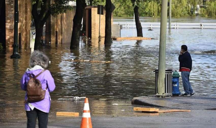Vista de las calles anegadas tras las intensas tormentas e inundaciones que han azotado el sur del país en Houston, Texas, Estados Unidos. EFE