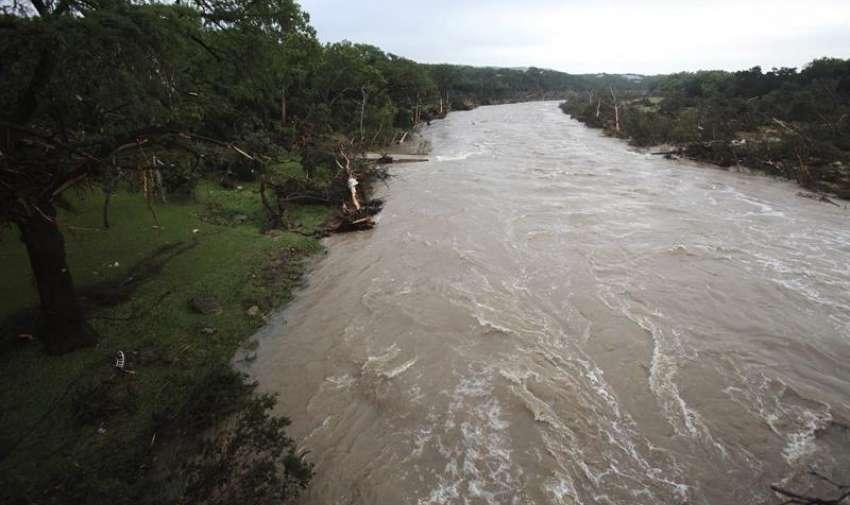 Vista de los destrozos causados por la crecida del río Blanco tras las intensas tormentas e inundaciones que han azotado el sur del país su paso por Wimberly, Texas, Estados Unidos. EFE