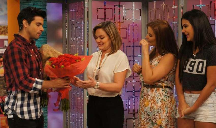 Úrsula, Andrea, Michela y Efraín en un programa muy especial por el día de la madres. Foto: Ecuavisa
