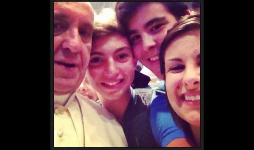 """""""La selfie del Papa"""" conmovió al mundo al mostrar la inédita espontaneidad de Francisco, y hasta dónde había llegado el fenómeno selfie."""