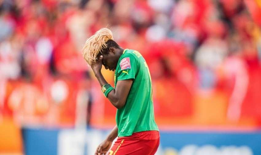 Gaëlle Enganamouit muestra su decepción cuando ella sale de la cancha luego de la derrota de Camerún Fotografía: Geoff Robins