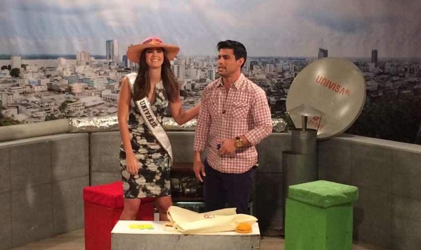 La Miss Universo, Paulina Vega con Efraín Ruales presentador de En Contacto. Foto: Ecuavisa
