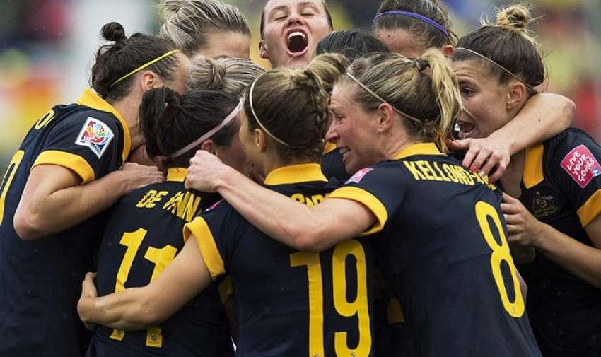 Las jugadoras australianas celebran en el minuto 80. Fotografía: Andrew Vaughan