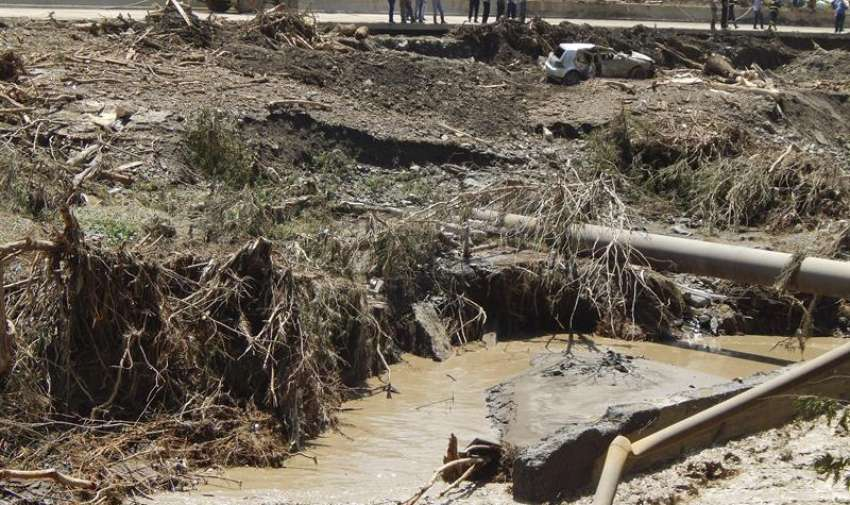 Al menos ocho personas murieron hoy en Tiflis tras inundarse las calles de la ciudad, mientras que decenas de fieras, entre ellas lobos, leones y tigres, escaparon del zoológico y merodean por el centro de la capital georgiana. EFE
