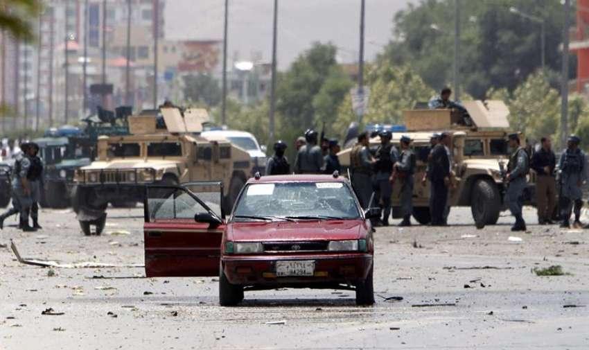 Miembros de las fuerzas de seguridad afganas refuerzan los alrededores del Parlamento en Kabul (Afganistán) . EFE