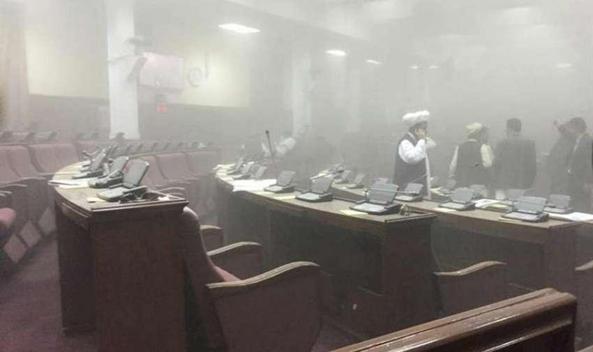 Fotografía facilitada por el diputado Dr. Najibullah Faiq que muestra el interior de la cámara tras el ataque talibán en el edificio del Parlamento en Kabul (Afganistán) hoy, lunes 22 de junio de 2015. EFE
