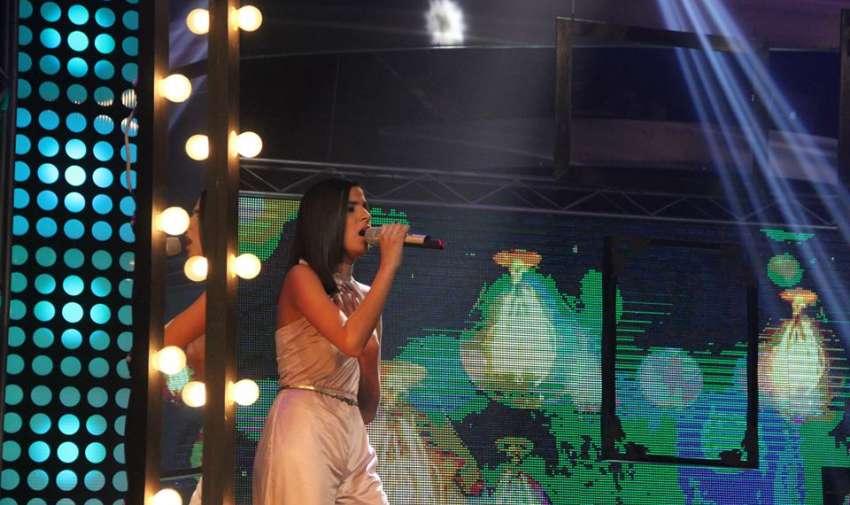 Adriana se lució en el escenario de Factor X.