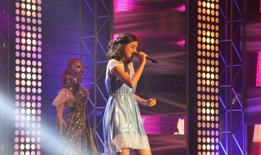 Adriana durante la tercera gala de Factor X Kids.