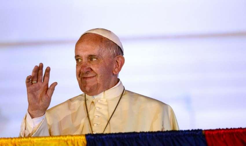 El líder de la iglesia católica saludó a los fieles y les dio su bendición. Foto: AFP