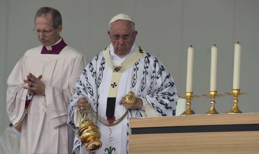 Papa Francisco celebra una misa al aire libre en el Parque Bicentenario , en Quito , Ecuador , el 7 de julio de 2015. AFP