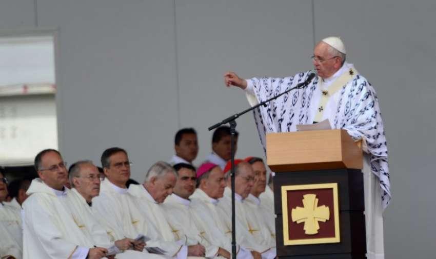 Papa Francisco durante la homilía en la misa celebrada en el Parque Bicentenario de Quito. Foto: AFP
