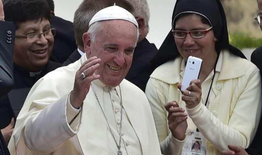 """Papa Francisco durante una reunión con los sacerdotes, religiosos y seminaristas en el Santuario Nacional Mariano de """"El Quinche"""", en las afueras de Quito el 8 de julio. AFP"""