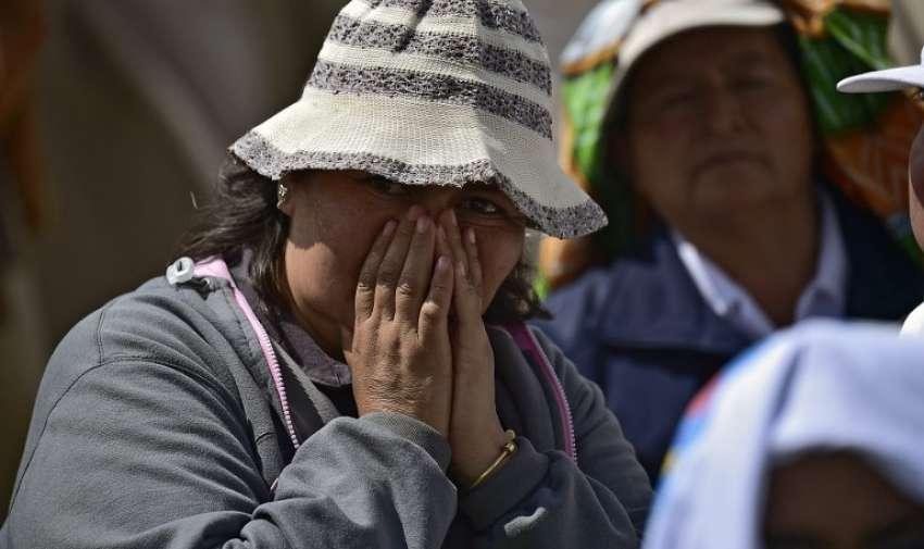 Emotiva despedida de fieles ecuatorianos y el Papa Francisco. AFP