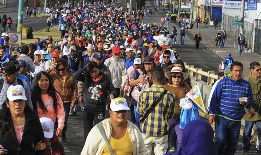 Católicos se dan cita en el Parque Bicentenario de Quito. Foto: EFE