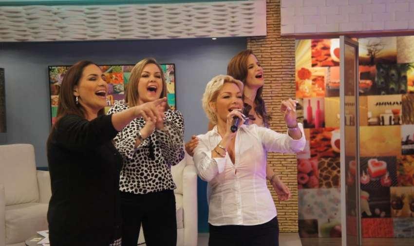 Mónica, Úrsula y Andrea presentadoras de En Contacto, junto a la cantante Marisela. Foto: Ecuavisa