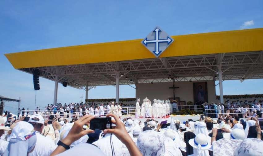 LLegada del Papa Francisco al Parque Samanes donde oficializó la misa Campal. Foto: Ecuavisa