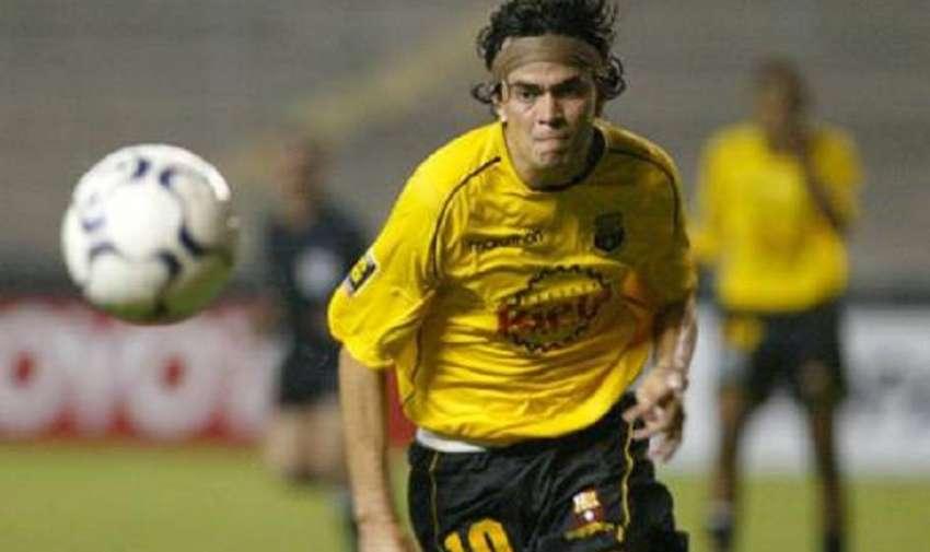 Kaviedes jugó en 2002, 2004, 2005, 2006.