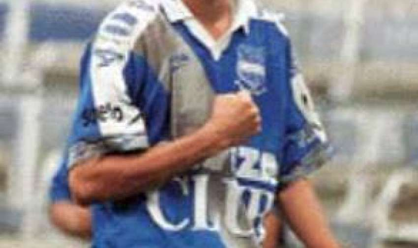 Kaviedes debutó en 1998 en Emelec.