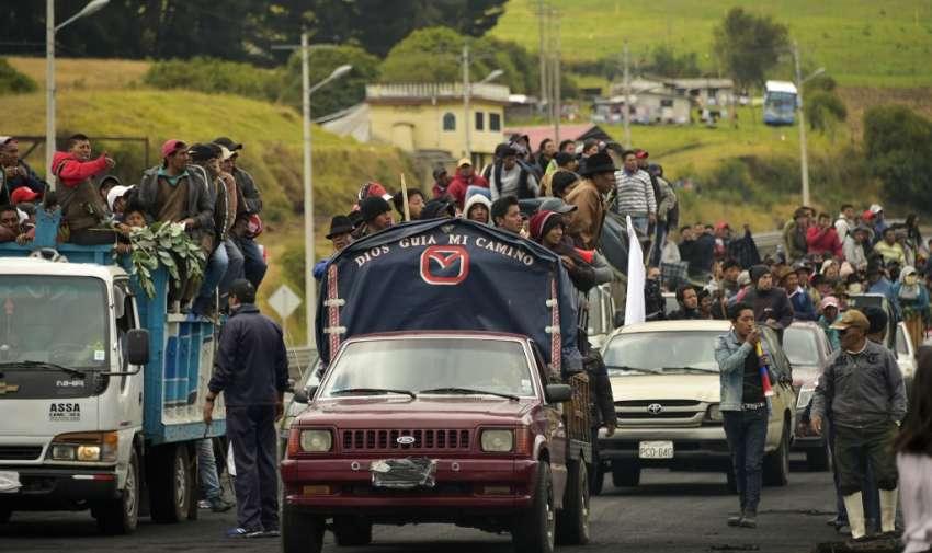 El Movimiento indígena se dirige hacia Quito para marchar el miércoles. Foto: RODRIGO BUENDIA / AFP