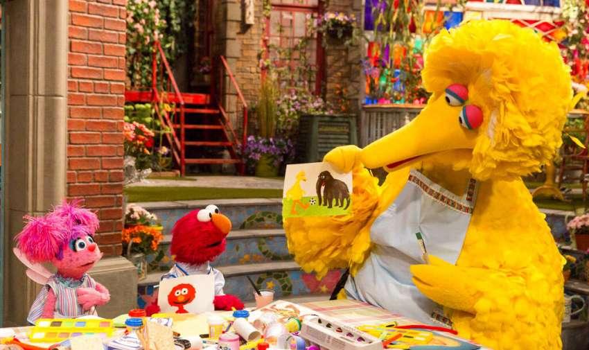 """En esta foto del 10 de abril del 2008, Lynn Finkel, directora de escena de """"Sesame Street"""". Foto: AP"""