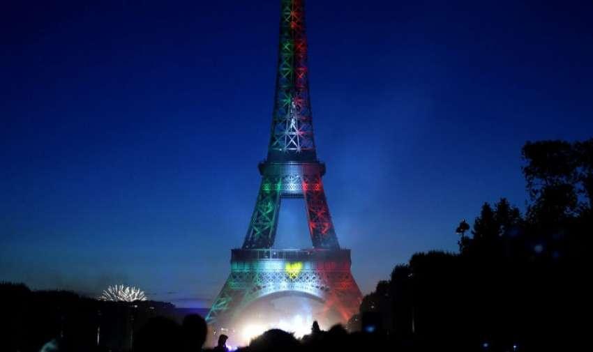 Varias estructuras relevantes del mundo, como la Torre Eiffel, se iluminaron con los colores de la bandera de México en memoria a las víctimas tras el sismo. Foto: ElHorizonte.com