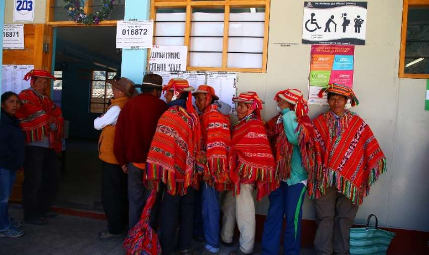 LIMA, Perú.- El 85% de los peruanos está de acuerdo en prohibir la reelección de los parlamentarios. Foto: AFP.