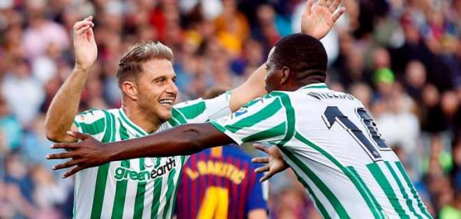 Carvalho y Joaquín celebrando un gol.