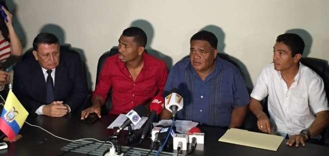 Así lo anunció el gerente de la Asociación de Futbolistas del Ecuador (AFE), Jorge Guzmán (c.). Foto: Archivo