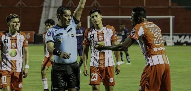 José Luis Espinel, árbitro del partido Técnico Universitario - Universidad Católica. Foto: API.