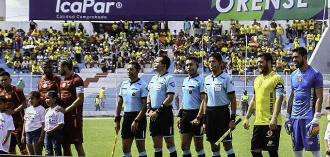 Partido entre Fuerza Amarilla y Barcelona en Machala. Foto: API.