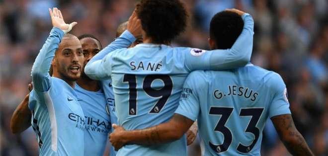 Jugadores del Manchester City, celebrando un gol.