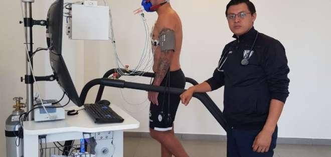 El 'taca' pasó los chequeos médicos del club de Sangolquí.. Foto: Tomada de @IDV_EC