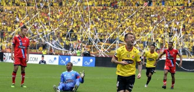 """El volante argentino-ecuatoriano dijo  que el equipo está """"recibiendo críticas por todos"""". Foto: Archivo/API"""