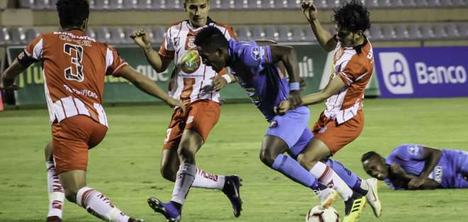 El lateral Daniel Patiño llega procedente del Técnico Universitario. Foto: API