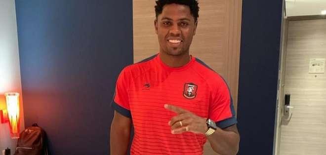 Marlon de Jesús con la camiseta de su nuevo club