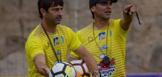 Fabián Bustos (derecha) entrenador de Delfín