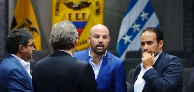 Francisco Egas (derecha) junto al presidente de la Liga Pro