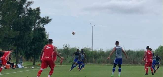 Los 'azules' vencieron 2-1 al club Los Andes con un equipo alterno. Foto: Tomada de @CSEmelec