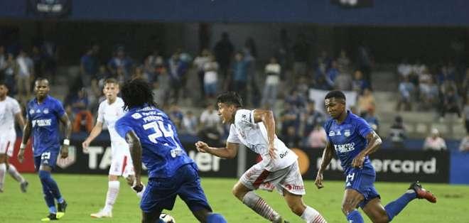 Los aficionados cometieron la infracción en el duelo ante Huracán por Copa Libertadores. Foto: API