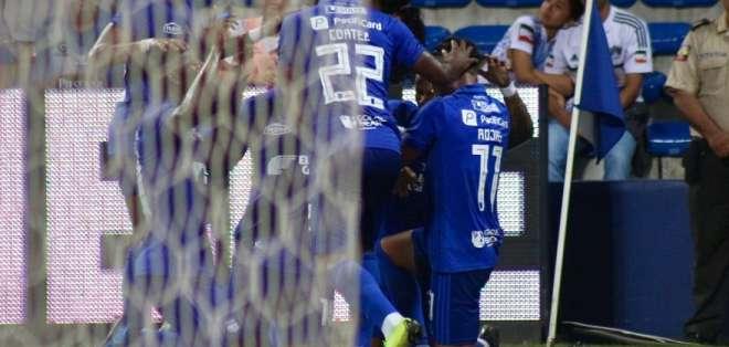 Emelec celebra uno de sus tantos ante Sporting Cristal. Foto: API