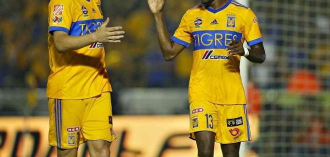Valencia celebra uno de sus tantos con Tigres.