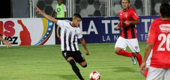 Zamora y Deportivo Lara en un partido de liga.