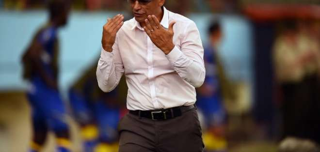 El entrenador de Delfín fue autocrítico y dijo que jugaron un mal partido ante Caracas. Foto: RODRIGO BUENDIA / AFP
